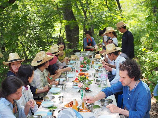 """Gemeinsames Bi Bim Bap-Essen mit lokal angebauten Produkten auf der  """"Musugol Farm"""""""