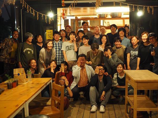 Teilnehmer der Austauschabends im Bibil-Giji